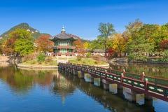 Осень дворца Gyeongbokgung в Сеуле, Корее Стоковое Изображение RF
