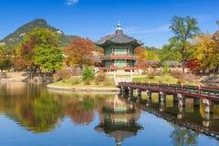 Осень дворца Gyeongbokgung в Сеуле, Корее Стоковое фото RF