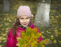 Осень Девушка в парке Стоковая Фотография