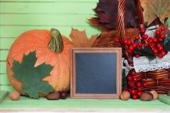 Осень деревянного стола тыквы Стоковые Фотографии RF