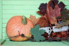 Осень деревянного стола тыквы Стоковые Изображения RF