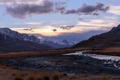 Осень захода солнца неба реки гор Стоковое Изображение RF