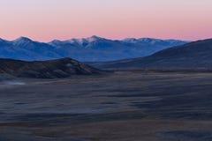 Осень захода солнца неба реки гор Стоковые Изображения