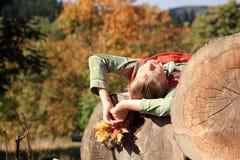Осень золота â мальчика sunbathing стоковые фото