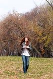 осень идет стоковые фотографии rf