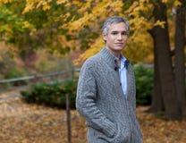 осень наслаждаясь человеком Стоковая Фотография