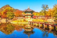 Осень на дворце Gyeongbokgung в Сеуле, Корее Стоковое Изображение