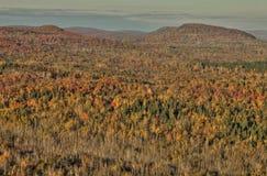 Осень на пике Carlton гор Sawtooth в северной Минесоте на северном береге Lake Superior стоковое изображение rf