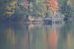 Осень на солнце lake Стоковая Фотография RF