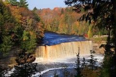 осень понижается верхушка tahquamenon Стоковые Фото