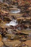 осень раньше сделала изображением гор горы приполюсный поток Стоковые Изображения RF