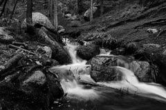 осень раньше сделала изображением гор горы приполюсный поток Стоковое Изображение