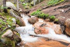 осень раньше сделала изображением гор горы приполюсный поток Стоковое Фото