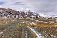 Осень снега грязи дороги гор Стоковые Фото