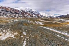 Осень снега грязи дороги гор Стоковое Фото