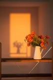 Осень цветет barkhatets в белой вазе Стоковая Фотография RF