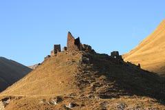 Осетинские башни в деревне Abano в ущелье Truso (Georgia) Стоковое Изображение