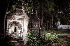 Осквернянная буддийская усыпальница стоковое фото rf