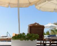 Ослаблять бассейном в Mykonos Греции Стоковая Фотография RF