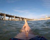 Ослаблять в воде на пляже семафора Стоковая Фотография RF
