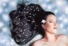 ослаблять красивейшей девушки с волосами длинний Стоковые Фото