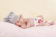 ослаблять младенца лежа Стоковые Фото