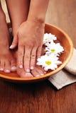 Ослабляя ванна с цветками стоковые фото