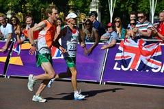 Ослепите спортсмена Paralimpic и его направляющего выступа, марафона стоковое изображение