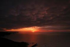 осмотренный заход солнца nr crackington Стоковое Изображение RF