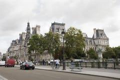 Осмотрите ландшафт города Парижа на береге реки Рекы Сена и Гостиницы de Ville Стоковое Изображение