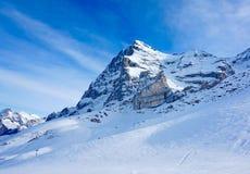 Осмотрите на всем пути для того чтобы пойти вверх по пиковому Jungfrau швейцарских Альпов Стоковое Изображение RF