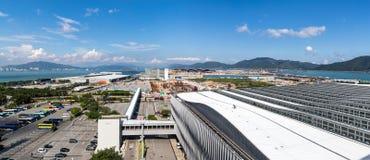 Осмотрите от стержня 2 международного аэропорта Гонконга стоковая фотография rf