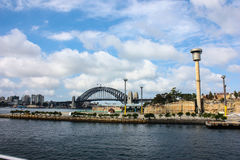 Осмотрите пляж моста порта людей среды обитания дома здания ринва лагуны красивого города Сиднея Австралии родительский Стоковые Фотографии RF