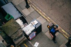 Осмотрите сверху Лондона выравнивая стандартный газетный киоск распределения Стоковые Изображения RF