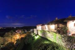 Осмотрите форму внутренность средневековой деревни Ricetto di Candelo в Пьемонте, используемой как убежище во времена нападения в стоковое фото