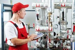 Осмотр системы отопления боилера стоковая фотография rf