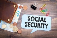 Основы бумажника и денег отражая для социального обеспечения Стоковое фото RF
