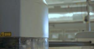 Особенный лазер режа ткань сток-видео