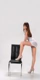 оставаться девушки платья светлый представляя Стоковое Изображение RF
