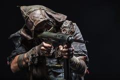 Оставшийся в живых с домодельными оружиями Стоковая Фотография RF