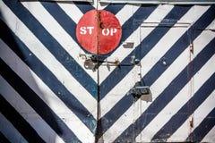 Остановите знак на striped загородке Стоковые Изображения