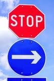 Остановите знак уличного движения знака и стрелки Стоковое Изображение