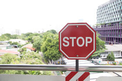 Остановите красный цвет знака Arret Стоковое фото RF