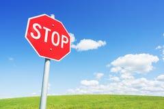 Остановите дорожный знак против голубого неба Стоковая Фотография