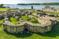 Остатки каменных стен старого замка Durostorum на Danub Стоковые Изображения