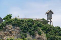 Остатки святыни Hashima Gunkanjima (Hashima) в Нагасаки, Японии Стоковые Фото