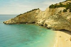 Остатки людей на солнечном пляже в Греции Стоковые Фото