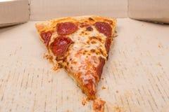 Остаток пицца в коробке стоковые фото
