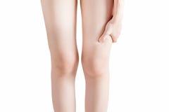 Острая боль в бедренной кости женщины изолированной на белой предпосылке Путь клиппирования на белой предпосылке Стоковое Изображение RF