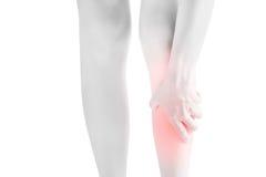 Острая боль в голени женщины изолированной на белой предпосылке Путь клиппирования на белой предпосылке Стоковая Фотография RF